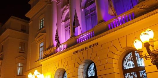 Secretaria da Justiça realiza revoada de balões em homenagem ao Outubro Rosa