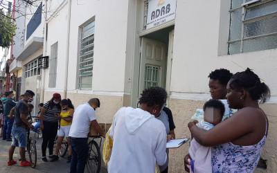 Associação de Residentes Bolivianos distribui cestas básicas para famílias em SP