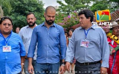 Bruno Covas, prefeito da cidade de São Paulo visitou a feira boliviana de ALASITA